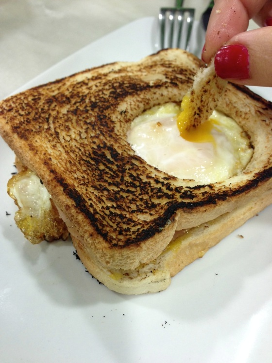 Sandwich mixta con huevo (Ham and cheese sandwich with an egg...egg in a basket?! awesome!)